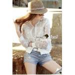 เสื้อแจ๊กเก็ตสีขาวทอลายคิตตี้ เติมความสวยด้วยงานเย็บประดับด้วยเพชรและมุขที่คอเสื้อ Seoul Secret