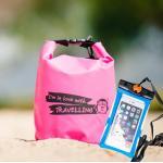 ชุด Set ซองกันน้ำมือถือเล็ก (4.7 นิ้ว) สีฟ้า + กระเป๋ากันน้ำ Penguin Bag ขนาด 5 ลิตร สีชมพู
