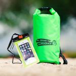 ชุด Set ซองกันน้ำมือถือใหญ่ (6 นิ้ว) สีเขียว + กระเป๋ากันน้ำ Penguin Bag ขนาด 10 ลิตร สีเขียว