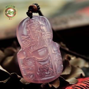 เทพเจ้ากวนอู 關羽 ปางนั่งบนบัลลังก์ หินโมราชนิดน้ำแข็ง เนื้อใส สีชมพู