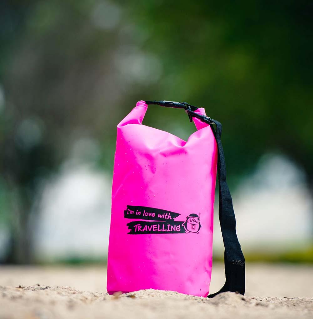 กระเป๋ากันน้ำ ถุงกันน้ำ Penguin Bag ขนาด 10 ลิตร สีชมพู