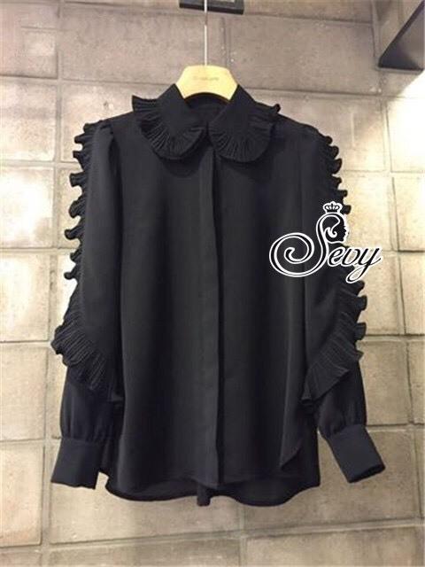 เสื้อเชิ้ตสีดำดีเทลแต่งระบายอัดพลีทที่แนวแขน สไตล์เกิร์ลลี่ เกาหลี by Sevy