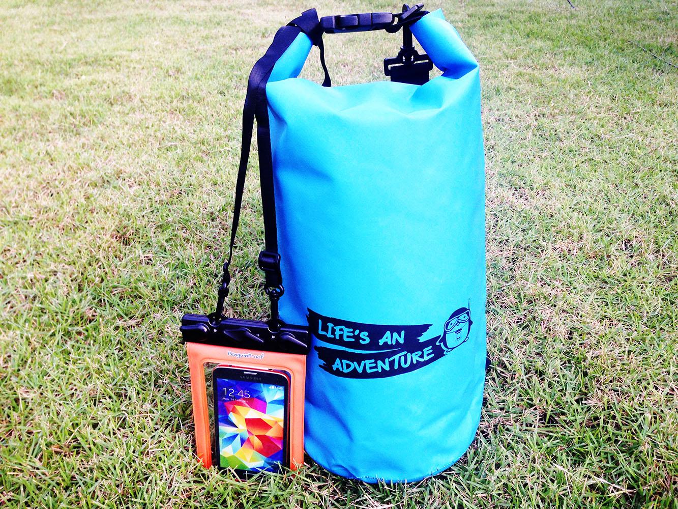 ชุด Set ซองกันน้ำมือถือใหญ่ (5.5 นิ้ว) สีส้ม + กระเป๋ากันน้ำ Penguin Bag ขนาด 10 ลิตร