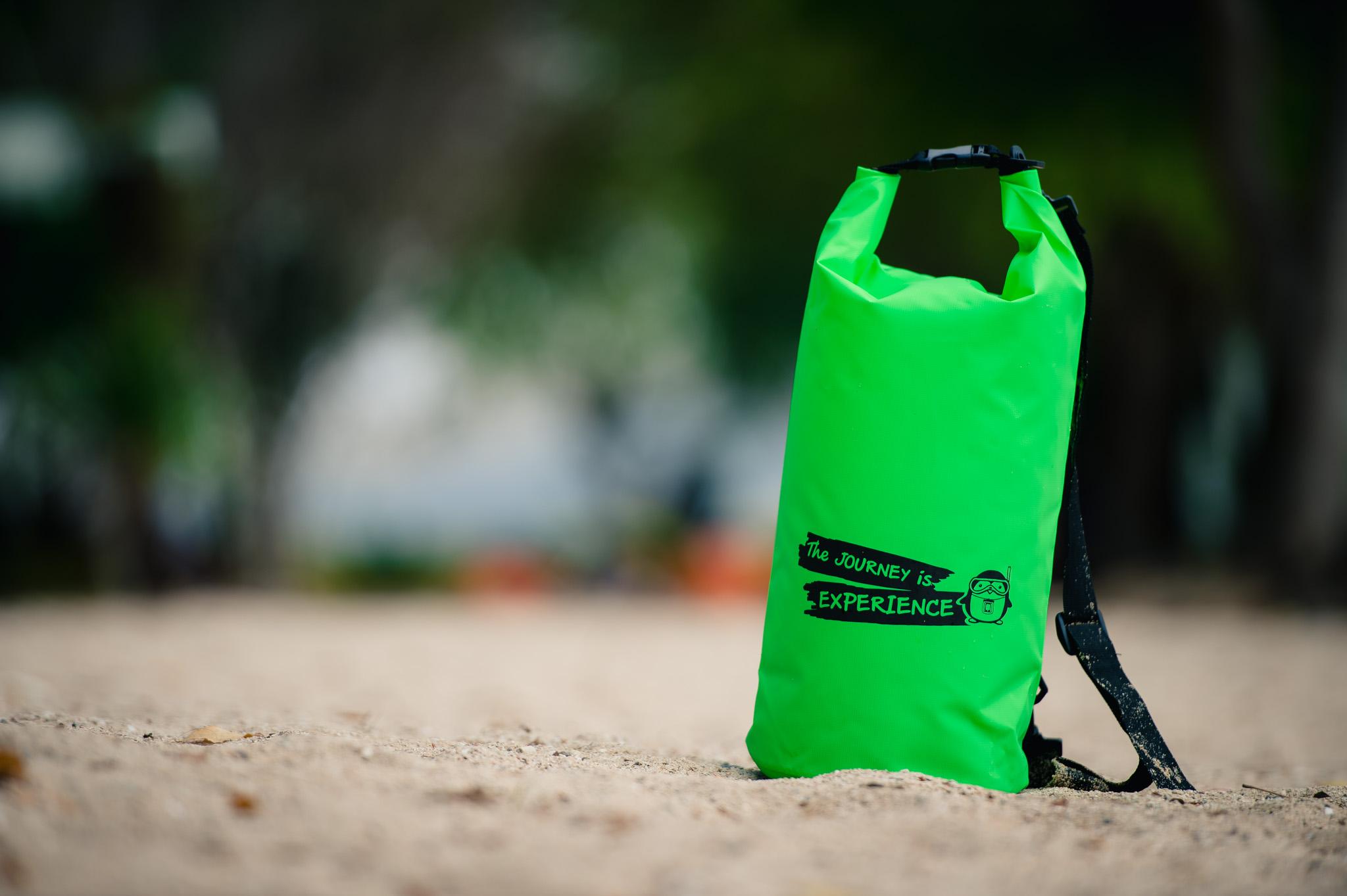 กระเป๋ากันน้ำ ถุงกันน้ำ Penguin Bag ขนาด 10 ลิตร สีเขียว