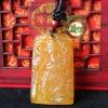 เทพเจ้ากวนอูปางยืนถือง้าวหินโมรา สีน้ำผึ้ง