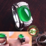 แหวนหัวหยกโมรา สีเขียวมรกต เนื้อใส