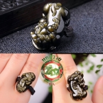 แหวนเชือกถักหัวแหวนปี่เซี๊ยะแกะสลัก หินอ๊อบซิเดียนสีทอง 3 cm x กว้าง 2.7 cm