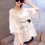 เสื้อสีขาวทรงโอเวอร์ไซส์ดีเทลแต่งลูกไม้ผสมปักเลื่อม by Seoul Secret พร้อมส่งไซส์ M ค่ะ