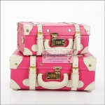 """กระเป๋าสะพายวินเทจสไตล์เกาหลี สีชมพูเข้มคาดขาว ไซส์ 12"""" หรือ 14"""" Red Rose Pink / White Cream Vintage Suitcase Korea Style (pre-order) *ราคาสินค้าอยู่ด้านในค่ะ"""
