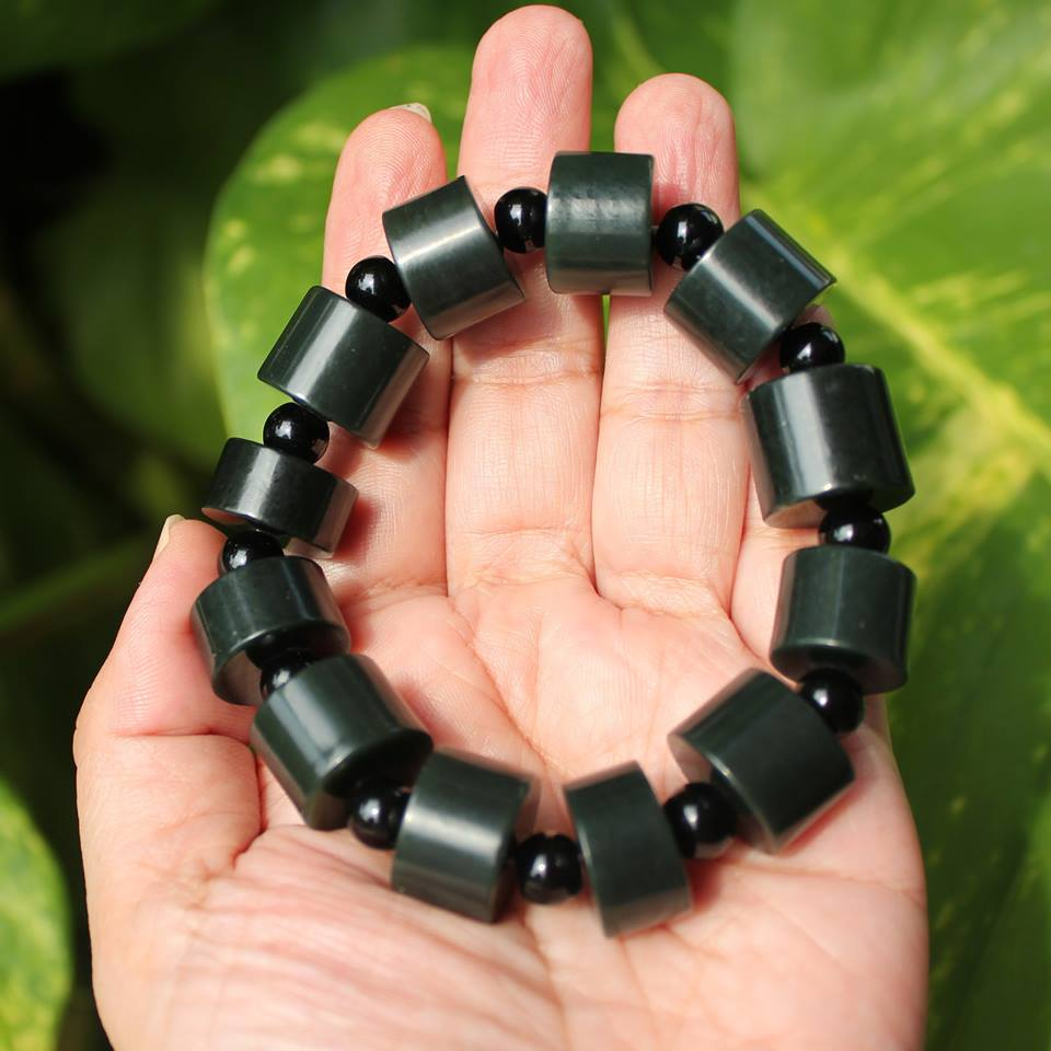 สร้อยข้อมือลูกปัดหินหยกHetian เขียวเข้มอมดำ ขนาด 16 mm.