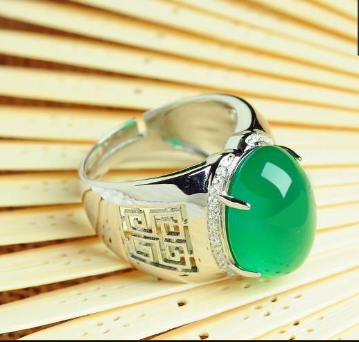 R0028แหวนหัวหยกสีเขียวอ่อน