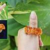 แหวนหยก Huang Fei สีน้ำผึ้ง สลักลายมังกร