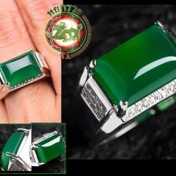 R0043แหวนหัวหยกโมรา สีเขียวมรกต เนื้อใส