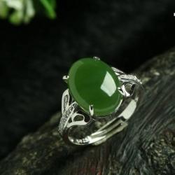 R0025แหวนหัวหยกพม่าสีเขียวมรกต